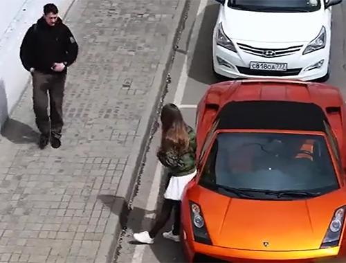 Lamborghini'yle dolaşmayı teklif eden kıza ilginç tepki!